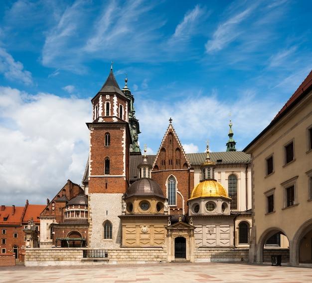 クラクフ、ポーランドのヴァヴェル城の大聖堂