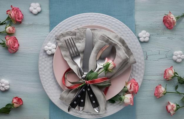 День святого валентина, день рождения или юбилейный стол, вид сверху