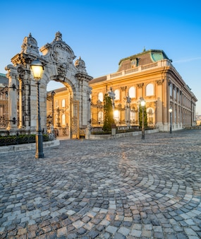 ブダペストのブダ城への華やかな門