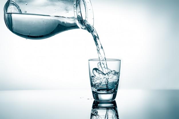 水を一杯入れる