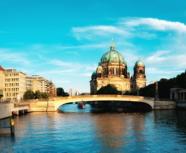 ベルリン大聖堂、シュプレー川の眺め