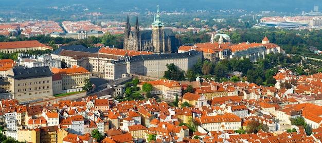 聖ヴィート大聖堂と上からプラハ城