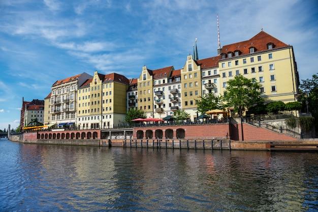 ベルリンのシュプレー川と古い建築