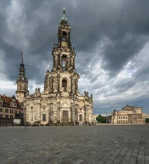 ドレスデン、劇的な空の下で宮廷教会