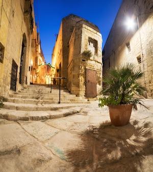 Древние улицы в витториоза на мальте