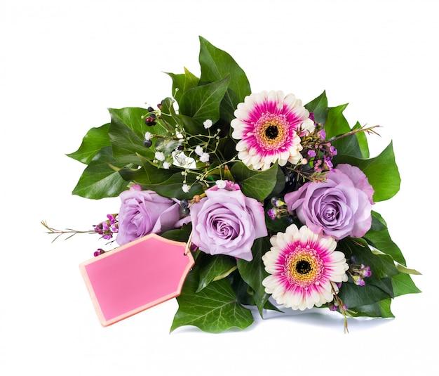 バラとガーベラを白で隔離される花の花束