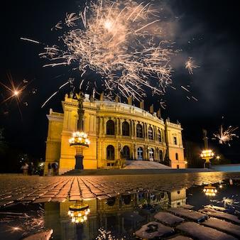 プラハオペラハウス上空の花火