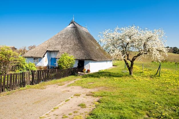 Дом священника гросса цикера, самый старый дом на рюгене