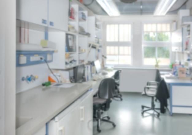 製薬会社または研究施設の研究室のインテリアが焦点から外れている