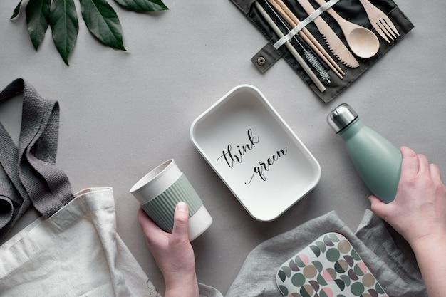 Упакованный ланч с нулевыми отходами, набор для ланча на вынос на хлопчатобумажной сумке, органайзер из бамбуковых столовых приборов, бамбуковая коробка для завтрака и многоразовая чашка.