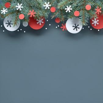 モミの小枝、赤と白の紙の装飾、コピースペースとクリスマスの背景