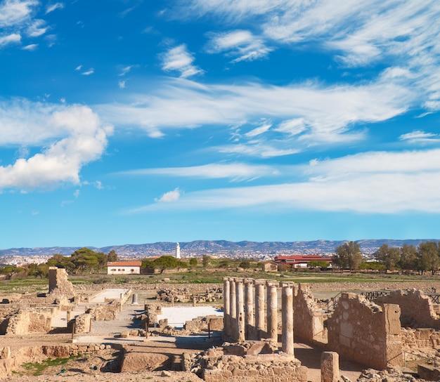 遺跡とキプロスのパフォスの古代都市の柱