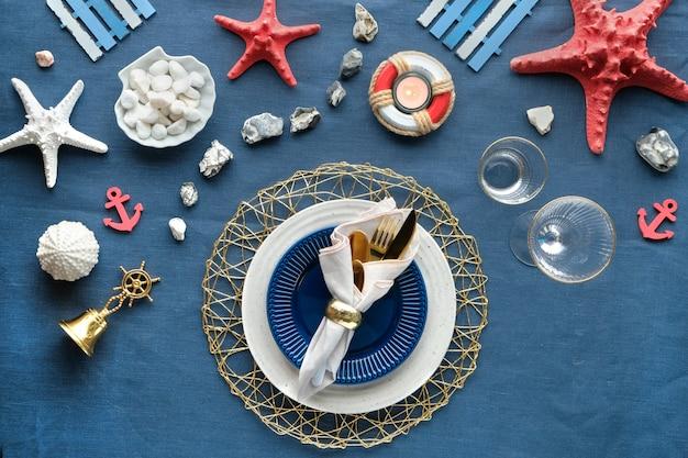コロンバスの日または夏の誕生日ランチテーブル、ブルーホワイト、レッド。