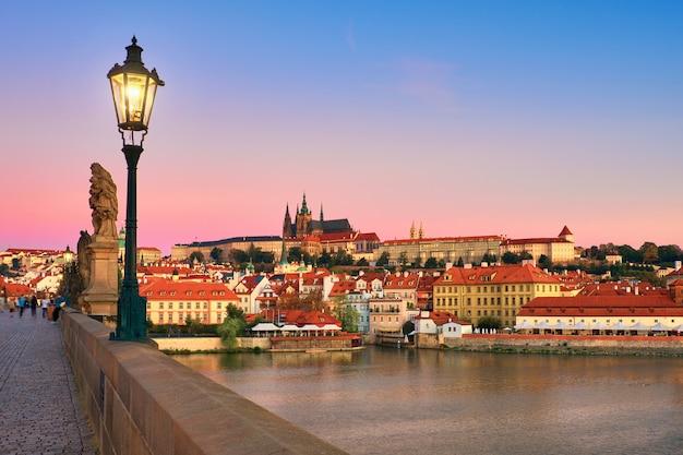 古いプラハと聖ヴィート大聖堂のカレル橋