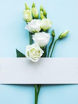 白いトルコギキョウの花