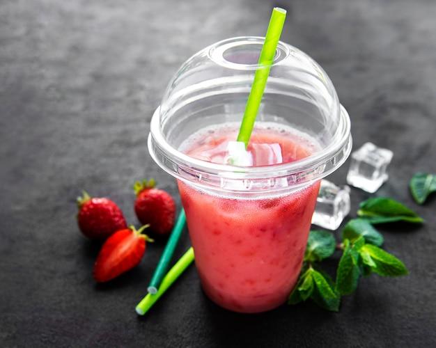 イチゴとさわやかな夏の飲み物