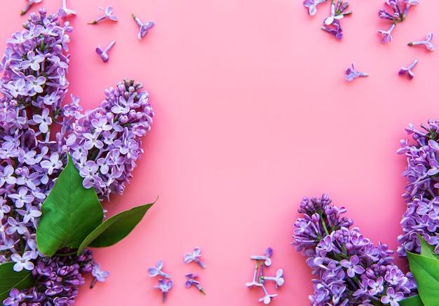 ライラックの花の枝と花のフレーム