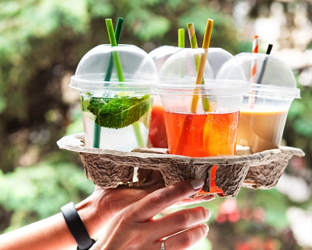 さまざまな夏の冷たい飲み物
