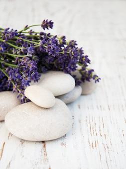 Лаванда и спа камни