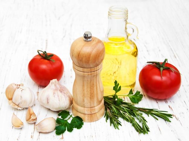 オリーブオイル、トマトとニンニク
