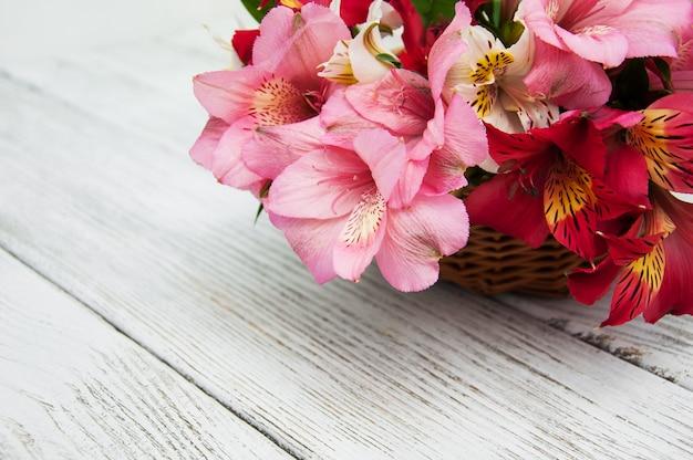 ピンクのアルストロメリアの美しい花束