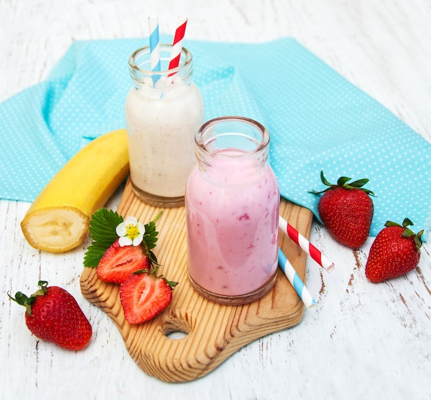 Бананы и клубника с йогуртом