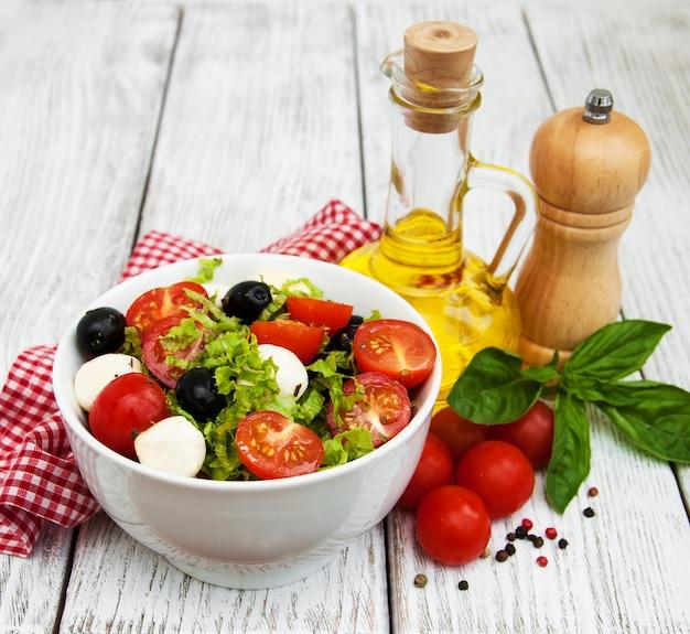 モザレラチーズと野菜のサラダ
