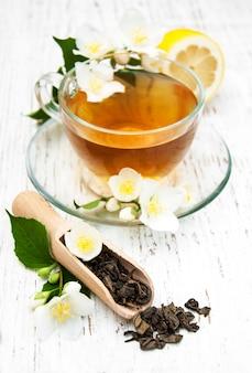 ジャスミンとお茶のカップ