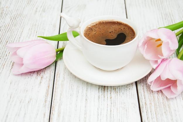 コーヒーとチューリップ