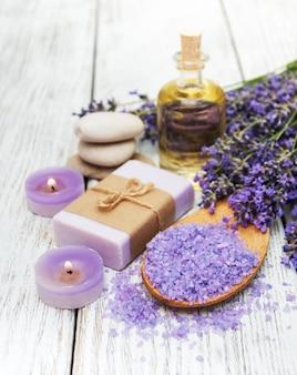 Спа продукты и цветы лаванды