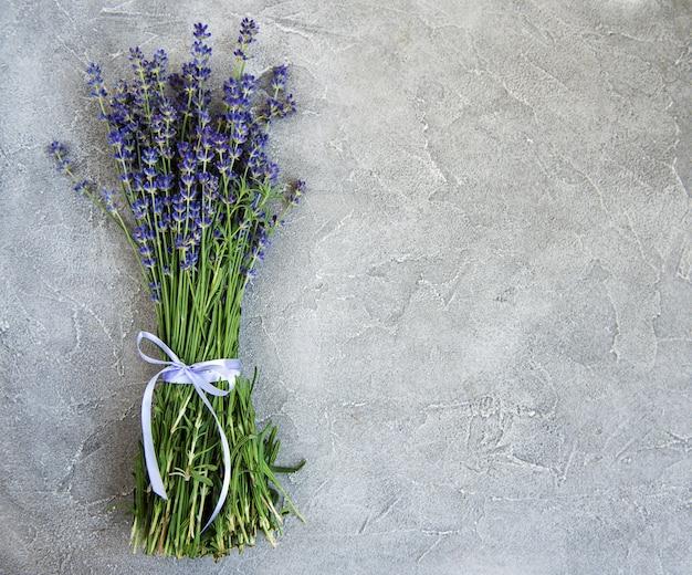 新鮮なラベンダーの花