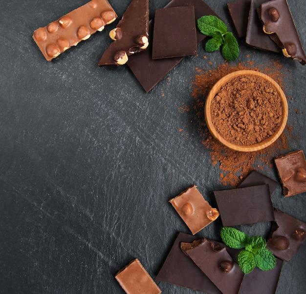 ナッツの背景とチョコレート