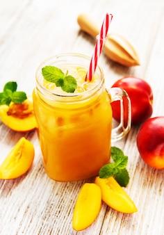 Нектариновый сок со свежими фруктами