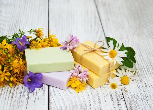 ハーブ療法 - カモミール、ツタン、石鹸