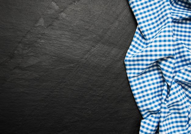 黒の背景に市松模様ナプキン