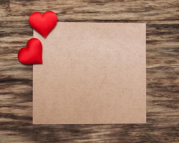 赤いハートのグリーティングカード