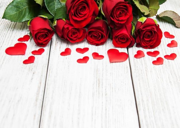 赤いバラと心