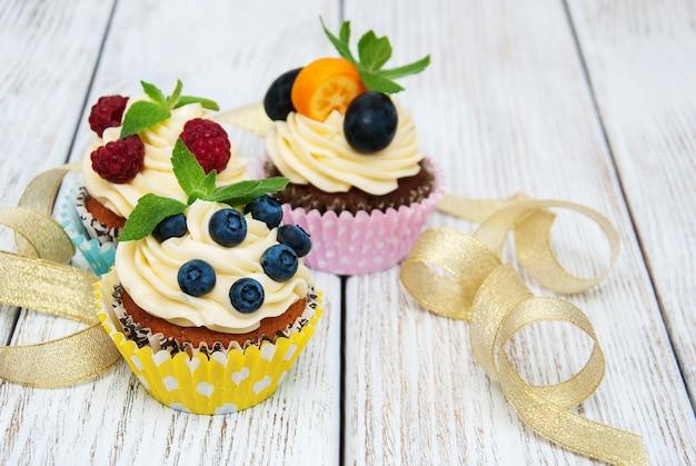 新鮮な果実のカップケーキ