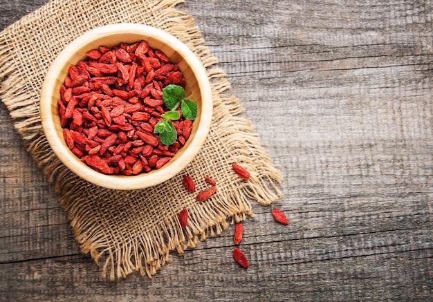 Сухие красные ягоды годжи
