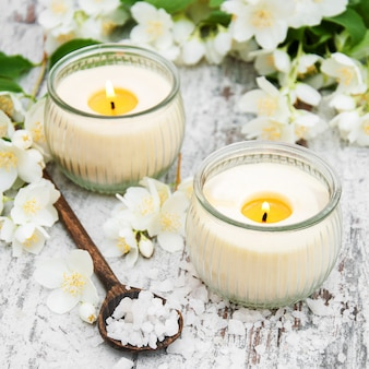 マッサージソルトとジャスミンの花