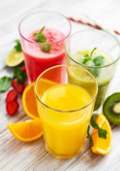 健康的なフルーツスムージー