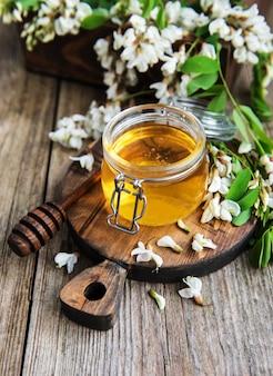 アカシアの花と蜂蜜