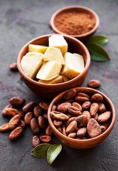 カカオ豆、粉とカカオバター
