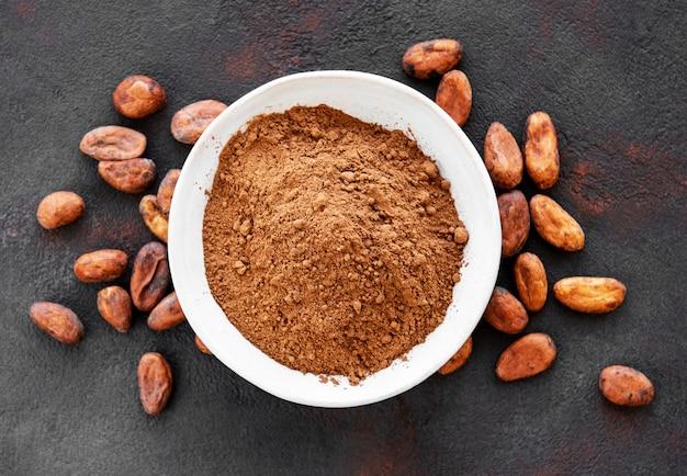 ココアパウダーと豆のボウル