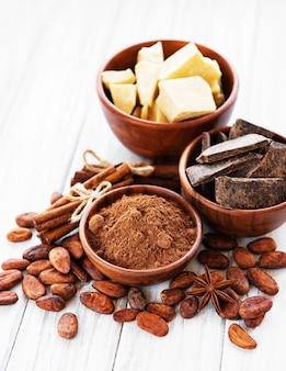カカオ豆、チョコレート、パウダー、バター