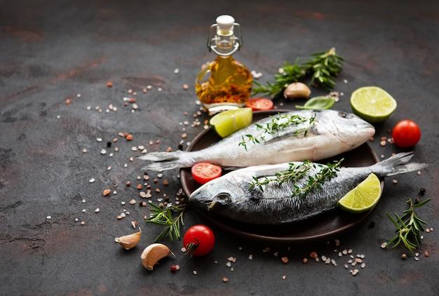 Свежая рыба дорадо