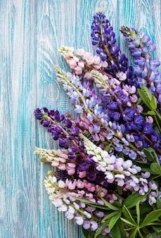 ピンクと紫のルピナスの花