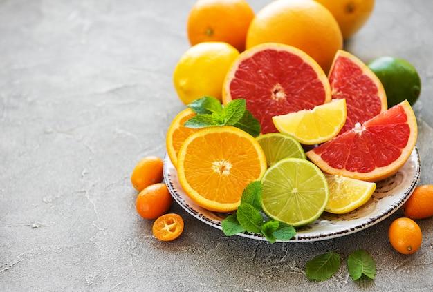柑橘類の新鮮な果物