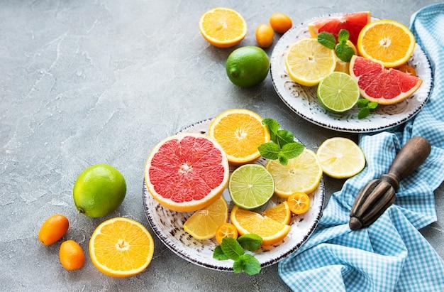 新鮮な柑橘系の果物