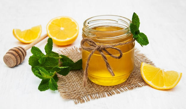 Мед с лимоном и мятой
